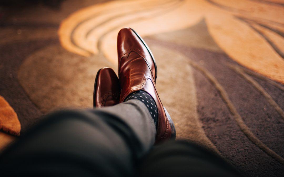 Guia completo sobre como combinar meias com o look
