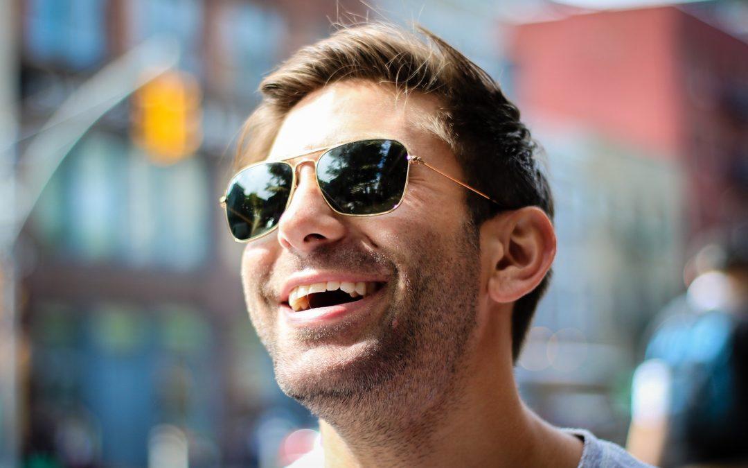 Conheça 5 modelos clássicos de óculos masculinos